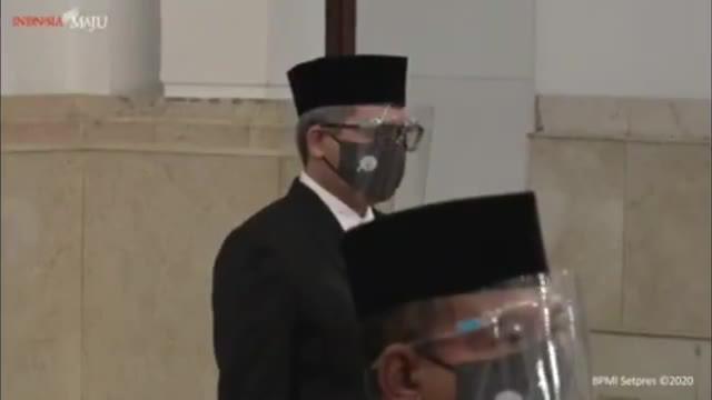 Presiden Joko Widodo melantik Menteri dan Wakil Menteri baru hari Rabu (23/12) pagi. Berikut detik-detik pelantikan dan pengambilan sumpah mereka.