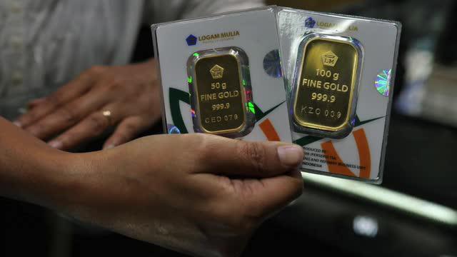 Daily TopNews hari ini akan menyajikan berita seputar 2000 hektare sawanh di Pekanbaru yang mengering akibat kemarau panjang, dan harga emas yang terus melambung. Seperti apa berita lengkapnya? Simak dalam video berikut.