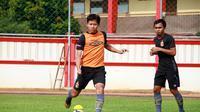 Gelandang Bhayangkara FC, Adam Alis, saat menjalani latihan bersama The Guardians. (Media Bhayangkara FC)
