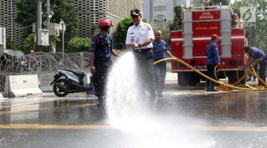 Anies Baswedan Bersihkan Residu Gas Air Mata