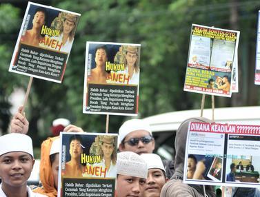 Massa LPI Kawal Pemeriksaan Habib Bahar di Bareskrim Polri
