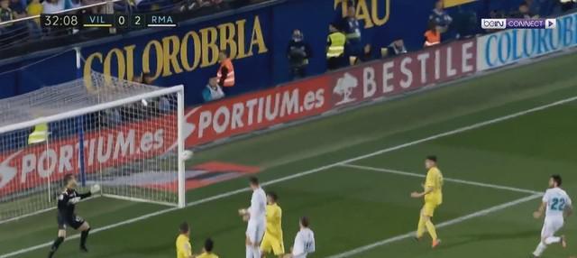 Berita video gol Real Madrid yang tercipta berkat kerja sama Cristiano Ronaldo dengan Marceloa. Gol itu membuktikan bahwa Ronaldo-Marcelo bisa mengancam gawang Liverpool pada final Liga Champions 2017-2018. This video presented by BallBall.