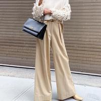 Simak bagaimana para perempuan Paris tampil chic dengan rajutan (Foto: Whowhatwear/ Instagram)