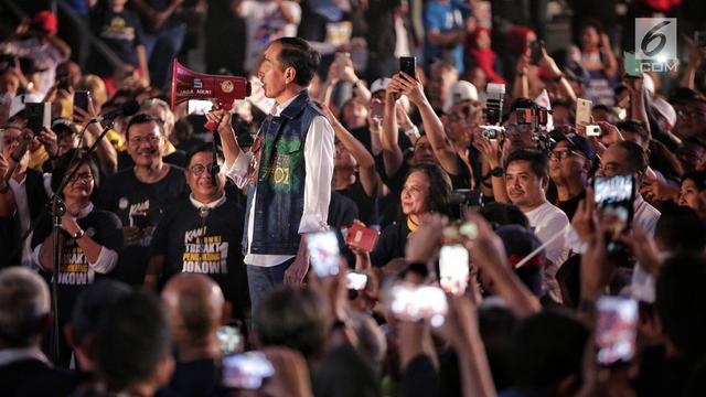 Gaya Jokowi Saat Hadiri Deklarasi Alumni Trisakti
