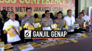 Polres Jakarta Utara menangkap sindikat pemalsuan STNK dan pelat nomor polisi palsu yang dijual via online. Polisi menyebut pembeli nopol palsu untuk menghindari ganjil-genap.