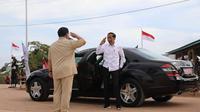 Sambut Jokowi di Merauke, Menhan Prabowo Berikan Pose Hormat Sempurna. (Instagram @prabowo)