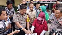 Pihak USU menilai dosen yang terjerat kasus ujaran kebencian akibat komentarnya terkait bom gereja di Surabaya, belum tentu bersalah. (Liputan6.com/Reza Efendi)
