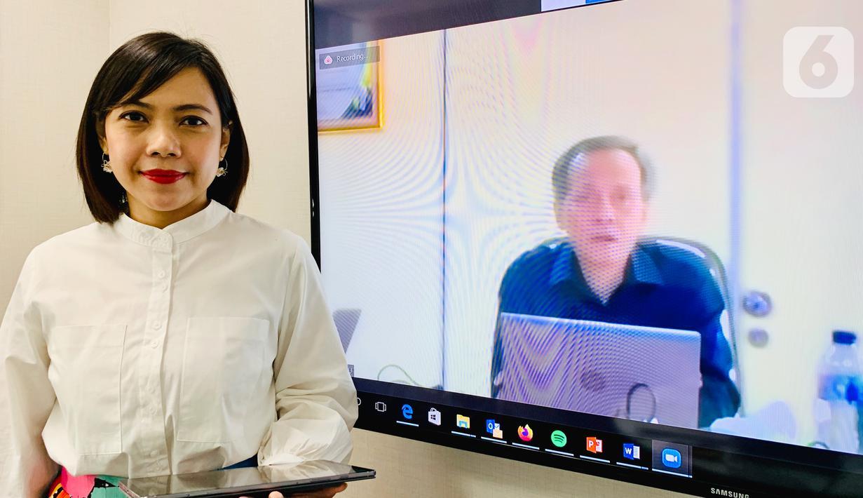 Div. Head of Digital Solution Tower Bersama,Nia Kurnianingsih berinteraksi virtual dengan Plt Direktur Standardisasi Perangkat Pos dan Informatika Kemkominfo Indra Utama dalam Kelas Virtual Konsultasi Bisnis dan Pembukaan IoT Makers Creation 2020, di Jakarta, Rabu (26/8/2020). (Liputan6.com/Pool)