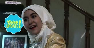Anisa Rahma sedang sibuk menjalani perkuliahannya di jurusan arsitektur. Selain itu, ia juga sambil belajar berbisnis hijab. Setelah lulus, Anisa lebih pilih bisnis atau kerja di bidang arsitektur?