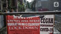 Suasana permukiman warga RT 003 RW 003, Kelurahan Cilangkap, Kecamatan Cipayung saat mikro lockdown, Jakarta, Selasa (25/5/2021). Jumlah warga yang tepapar Covid-19 di wilayah ini bertambah menjadi 104 orang akibat klaster silaturahmi saat Lebaran kemarin. (merdeka.com/Iqbal S Nugroho)