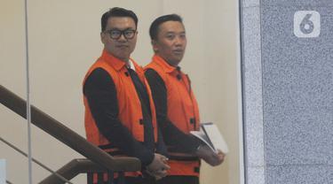 Direktur Utama (Dirut) Perum Perikanan Indonesia, Ristanto Suanda (kiri) dan Mantan Menteri Pemuda dan Olahraga (Menpora), Imam Nahrawi (kanan) akan menjalani pemeriksaan oleh penyidik di Gedung KPK, Jakarta, Rabu (27/11/2019). (merdeka.com/Dwi Narwoko)