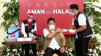 Wiku Adisasmito saat mendapatkan suntikan vaksin COVID-19 di Istana Kepresidenan Jakarta pada Rabu (13/1/2021) (Tangkapan Layar Youtube Sekretariat Presiden)