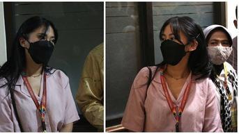 5 Potret Tyna Kanna Saat Menghadiri Sidang Gugatan Cerai Perdana dengan Kenang Mirdad