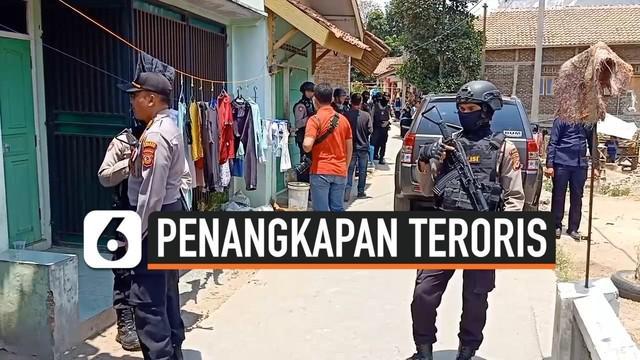 Densus 88 Antiteror Mabes Polri kembali melakukan penggeledahan di rumah terduga teroris di Kota Cirebon, Jawa Barat, Jumat (18/10/2019) pagi.