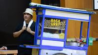 Menteri BUMN Erick Thohir saat tampil dalam drama bertajuk Prestasi Tanpa Korupsi di SMKN 57, Jakarta, Jakarta Selatan, Senin (9/12/2019). Kegiatan tersebut dalam rangka memperingati Hari Antikorupsi Sedunia. (Foto:Biropress Kepresidenan)