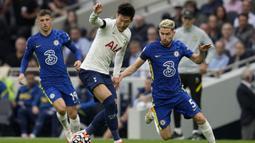 Tottenham langsung mengambil inisiatif menyerang di awal laga. Pada menit ke-4 tembakan Son Heung-min masih belum menemui sasaran. (AP/Matt Dunham)