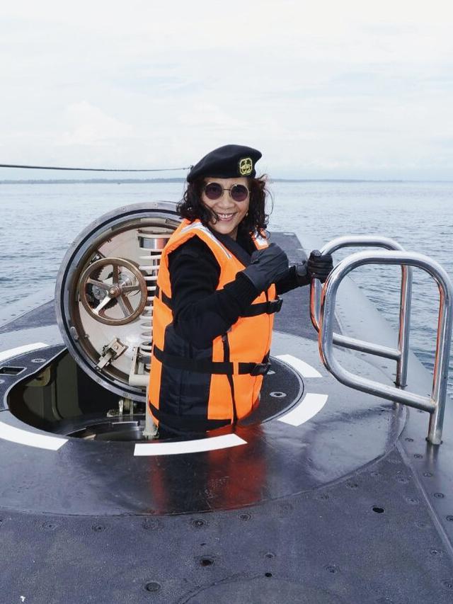 Kenangan Susi Pudjiastuti Saat Bertugas di Laut (sumber: instagram/susipudjiastuti115)