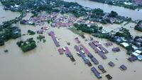Banjir Sulsel menenggelamkan ribuan rumah.