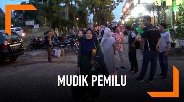 Sebanyak 400 mahasiswa yang kuliah di Medan rela mudik ke kampung halaman demi untuk mencoblos pemilu.