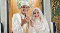 Bek Persebaya, Rachmat Irianto, resmi menikahi Siti Qonita pada Minggu (1/11/2020). (Dok Persebaya).