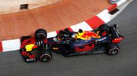 Pembalap Red Bull Racing, Daniel Ricciardo, mencatatkan waktu lap terbaik pada sesi latihan bebas kedua F1 GP Monako, Kamis (24/5/2018). Sementara Sebastian Vettel menorehkan waktu lebih cepat ketimbang Lewis Hamilton. (Twitter/Formula 1)