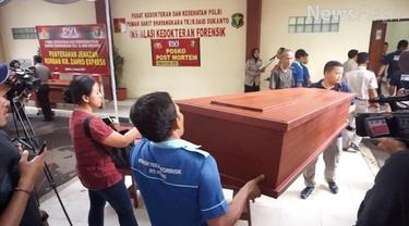 Tim DVI Polri berhasil mengidentifikasi lima jenazah korban terbakarnya KM Zahro Expres tujuan Pulau Tidung, Kepulauan Seribu, yang berada di Rumah Sakit (RS) Bhayangkara Polri, Kramatjati, Jakarta Timur.
