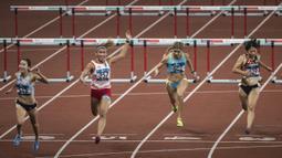 Pelari Indonesia, Emilia Nova, saat berlaga pada nomor 100 meter lari gawang Asian Games di SUGBK, Jakarta, Minggu (26/8/2018). Emilia Nova berhasil menyabet medali perak setelah membukukan waktu 13,33 detik. (Bola.com/Vitalis Yogi Trisna)