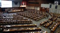 Suasana Rapat Paripurna ke-26 Masa Sidang V Tahun 2017-2018 di Jakarta, Jumat (25/5). DPR menyetujui RUU atas UU 15/2003 tentang Penetapan Perppu 1/2002 tentang Pemberantasan Terorisme. (Liputan6.com/JohanTallo)