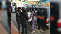 Tersangka penyelundupan sabu 1,6 ton tiba di Bandara Soetta. (Liputan6.com/Pramita Tristiawati)