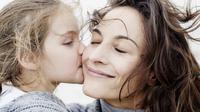 Ada banyak pola dalam cara membesarkan dan mengasuh anak, salah satunya adalah attachment parenting.