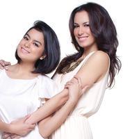 Sepertinya image cantik nan seksi itu belum juga pudar walau telah memiliki dua orang anak, Eva Celia Latjuba, dan Manuella Aziza Villareal (facebook.com)