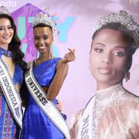 Puteri Indonesia 2020 Raden Roro (Rr) Ayu Maulida dan Miss Universe 2019, Zozibini Tunzi/dok. Daniel Kampua