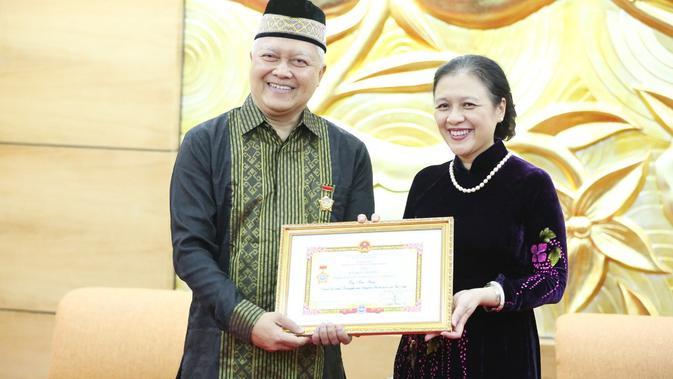 Giat Promosi Kerja Sama RI-Vietnam, Dubes Ibnu Hadi Terima Penghargaan Persahabatan