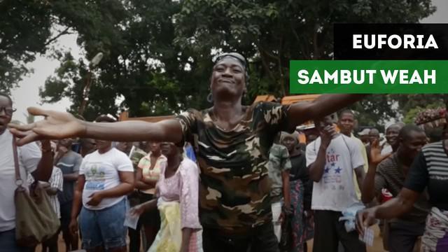 Ekpresi kegembiraan rakyat Liberia saat legenda AC Milan,George Weah terpilih menjadi Presiden.
