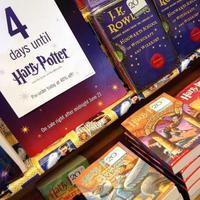 Buku Harry Potter and the Philosopher's Stone. Foto: Yahoo