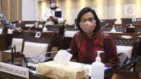 Menkeu Sri Mulyani mengikuti rapat kerja dengan Komisi XI DPR di Kompleks Parlemen, Senayan, Jakarta, Senin (15/3/2021). Rapat membahas konsultasi terkait usulan perubahan pengelompokan/skema barang kena pajak berupa kendaraan bermotor yang dikenai PPnBM. (Liputan6.com/Angga Yuniar)