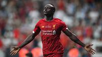 2019 : Sadio Mane - Bersama Liverpool pemain  kelahiran Senegal ini akhirnya berhasil menyabet penghargaan pemain terbaik Benua Afrika 2019. (AFP/Bulent Kilic)