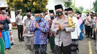 Kapolda Jawa Timur Irjen Pol. Nico Afinta bersama dengan Pejabat Utama (PJU) Polda Jatim serta Kabid Humas Polda Jatim Kombes Pol Trunoyudo Wisnu Andiko, berkunjung ke Pondok Pesantren Sabilurrosyad. (Foto: Dok Istimewa)
