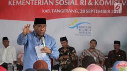 Ketua Komisi VIII DPR, M Ali Taher memberikan sambutan dihadapan 350 keluarga penerima dana Program Keluarga Harapan (PKH) tahap 3 di Desa Cikuya Kabupaten Tanggerang, Jumat (28/9). (Liputan6.com/HO/Agus)