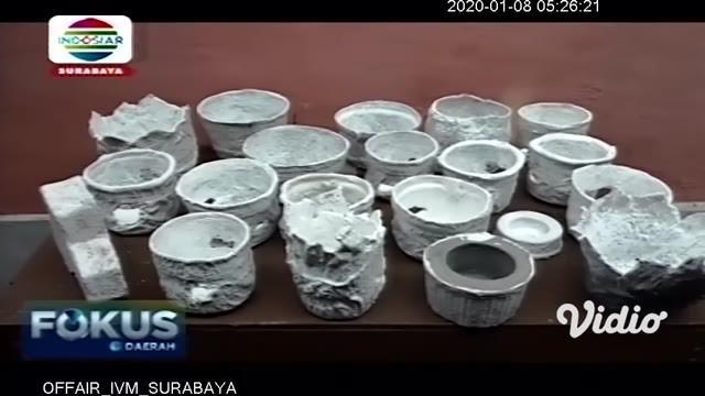 Siapa sangka popok pampers bekas bayi jadi limbah tidak berguna. Faktanya, Choirul Anwar (40) menyulap popok bayi menjadi sebuah inovasi seperti bata ringan, paving blok, pot bunga dan kerajinan kreatif lainnya.