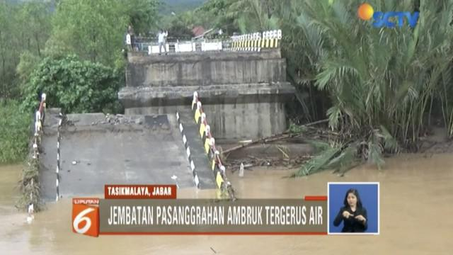 Tim menargetkan enam hari ke depan jembatan darurat bisa digunakan.