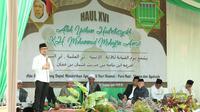 Menaker M. Hanif Dhakiri memberikan sambutan peringatan Haul ke-16 KH Muhammad Muhadjirin Amsar Addary Allah Yarham di Pondok Pesantren Annida Al Islamy.