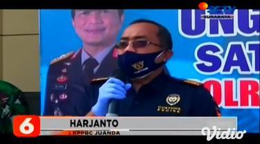 Narkoba jenis sabu-sabu dan pil ekstasi ini dibawa oleh dua penumpang pesawat dengan nomor penerbangan QZ 321 rute Kuala Lumpur-Surabaya pada (04/1) lalu. Saat pemeriksaan bagasi, lewat alat x-ray petugas mendapati barang mencurigakan.