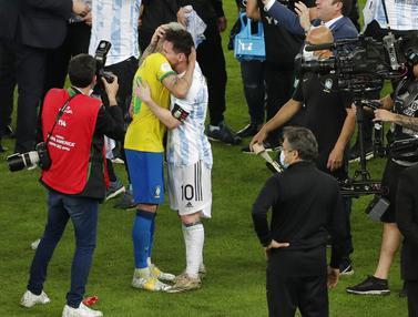 Momen Messi Redam Kesedihan Neymar