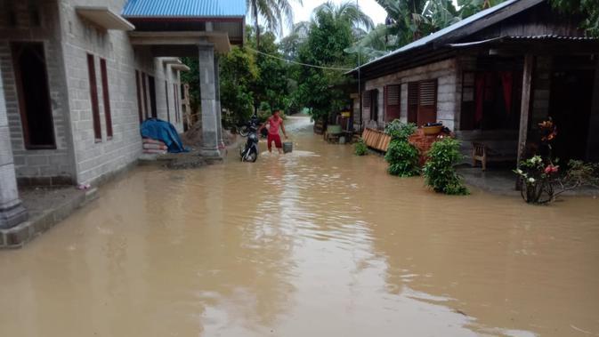 Air luapan Sungai Tenang rendam rumah warga