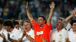 Hristo Stoichkov. Striker Bulgaria ini pertama kali memperkuat Barcelona adalah pada musim 1990/1991 hingga 1994/1995. Setelah 5 musim ia sempat pindah ke Parma pada 1995/1996. Di musim berikutnya ia kembali berseragam Barcelona selama 1,5 musim. (Foto: AFP/Cesar Rangel)