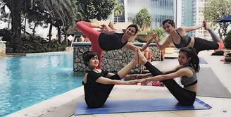 Artis yang kini menekuni dunia politik, Wanda Hamidah sudah 15 tahun menekuni olahraga yoga. Banyak manfaat dirasakan dengan perubahan dirinya saat mengikuti yoga. (Instagram/wanda_hamidah)