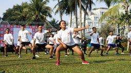 Peserta mengikuti senam pada rangkaian Semen Indonesia Trail Run 2018 di Yogyakarta, Minggu (23/9). Semen Indonesia Trail Run merupakan ajang lomba lari yang diselenggarakan sejak tahun 2016. (Liputan6.com/HO/Eko)