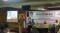 Febri Ramdani, salah satu WNI eks ISIS saat menjadi pembicara di acara bedah buku 300 Hari di Negeri Syam di Universitas Indonesia, Salemba, Jakarta, Selasa (11/2/2020). (Liputan6.com/Muhammad Radityo Priyasmoro)
