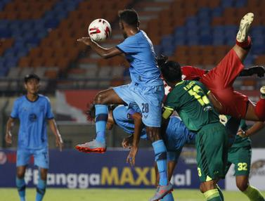 FOTO: Imbangi Persela 0-0, Persebaya Lolos, Empat Tim Lain Masih Berpeluang - Satria Tama Hardianto